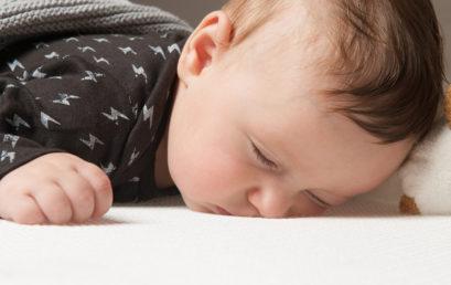 למה על הבטן תינוקות ישנים טוב יותר
